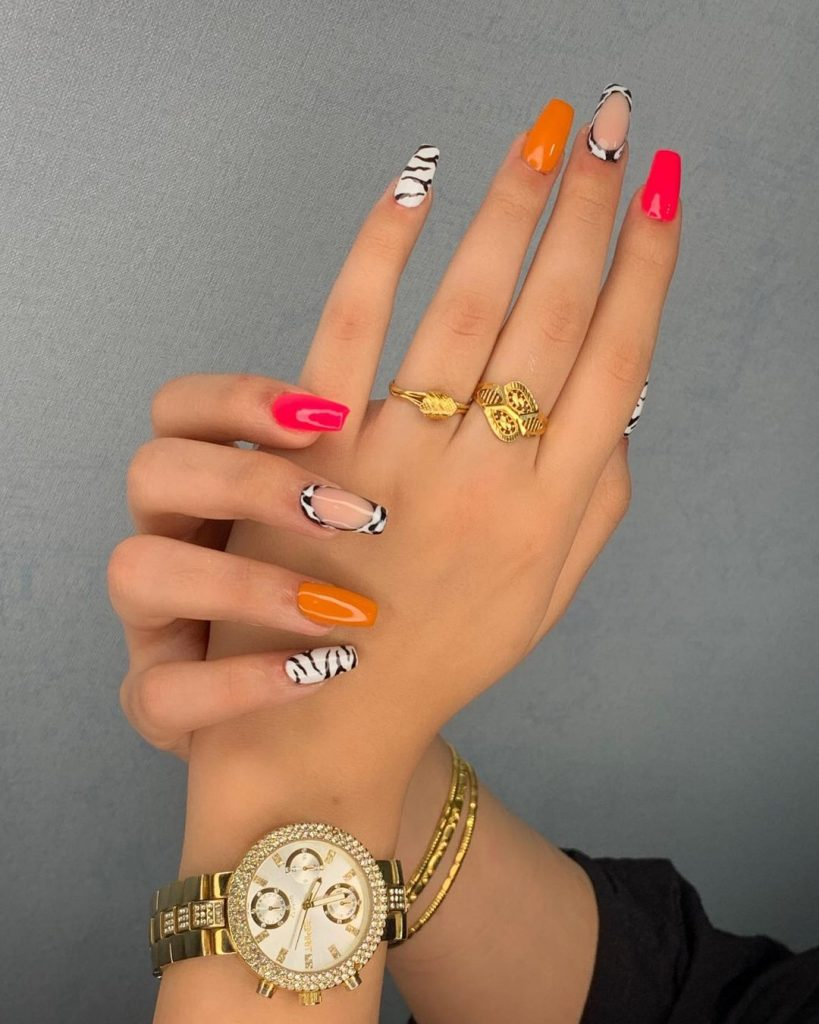 Easy Christmas nail designs - mix and match nails